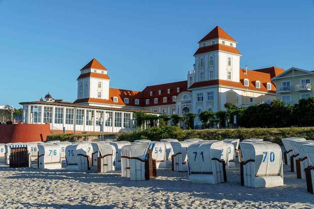 Kurhaus und Strand von Binz