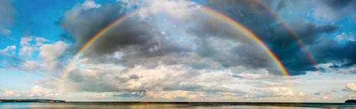 Ein Regenbogen über der Ostsee