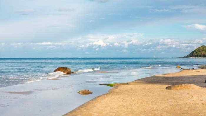 Flachküste der Ostsee an der Insel Rügen